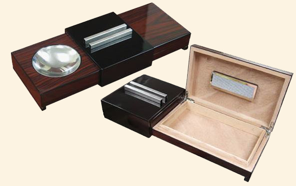 Humidor with Sliding Ashtray